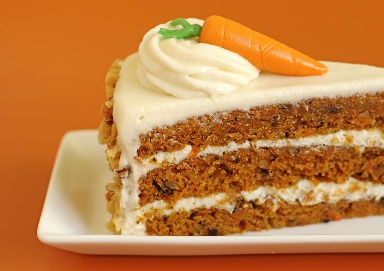 El pastel de zanahoria y queso crema puede ser una pieza sana en la merienda de los niños.
