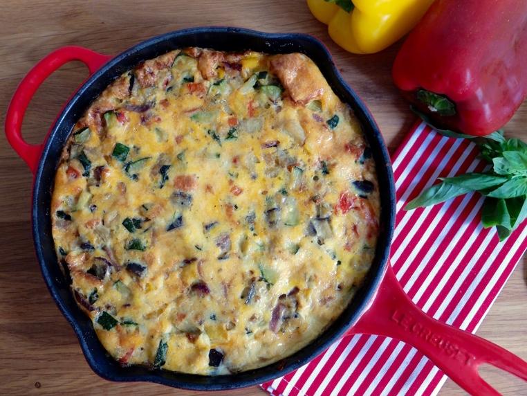 La receta frittata de verduras al horno es ideal para un almuerzo ligero.
