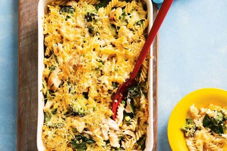 La receta para pasta al horno es económica y especial para toda la familia. No hay que ser un experto para preparar está la pasta gratinada con pollo al horno..