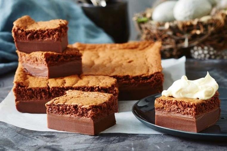 La torta de chocolate casera facil de hacer es ideal para los cocineros principantes. Solo lleva una hora para tenerlo listo.