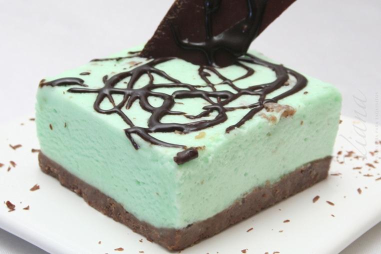 La torta de chocolate y menta facil es una opción especial para disfrutar en familia en el Día de San Patricio.