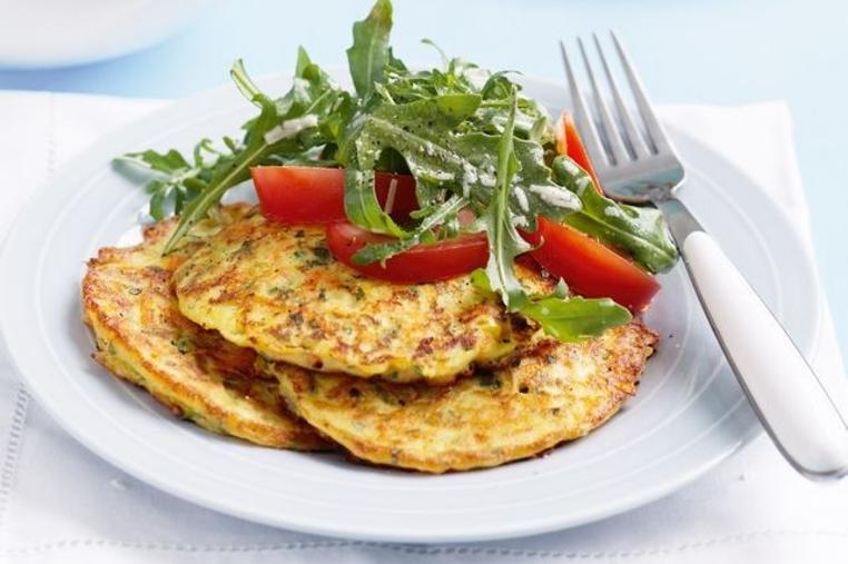 La tortilla de calabacin y zanahoria es una opción perfecta para un almuerzo saludable.