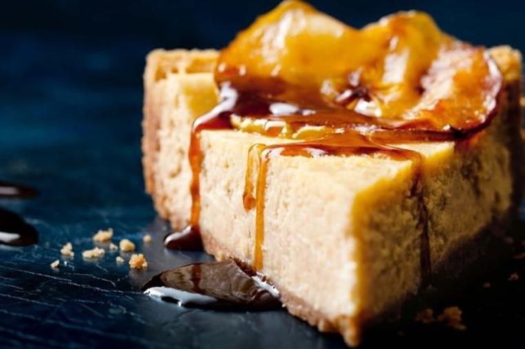 Matar el antojo es fácil con la receta pastel de manzana y queso crema.
