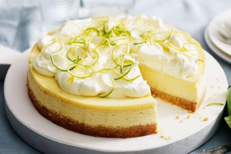 La receta pay de queso crema y limon es ideal para una merienda sofisticada.