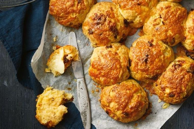 Aprende a preparar el rollo de queso y cebolla caramelizada