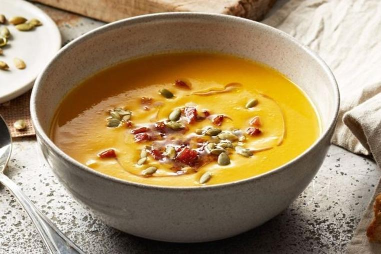 La receta de sopa de calabaza cremosa es ligera y cremosa.