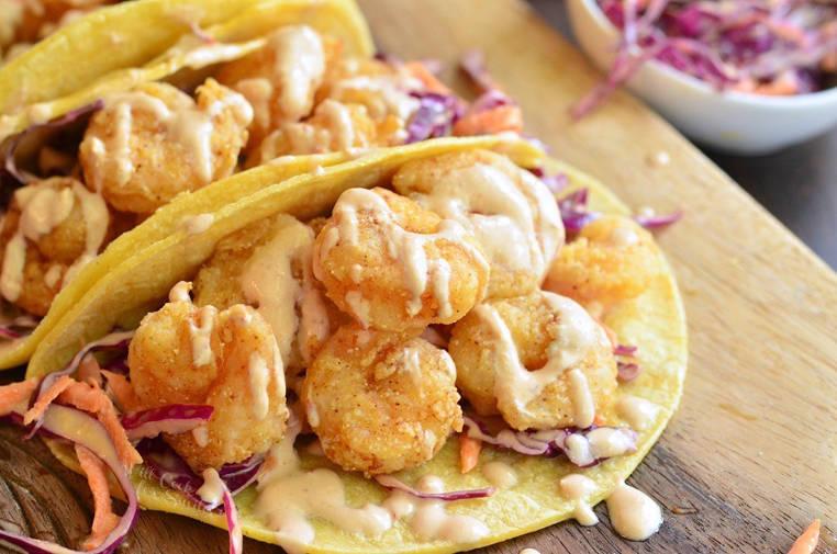 tacos de camarones con chipotle