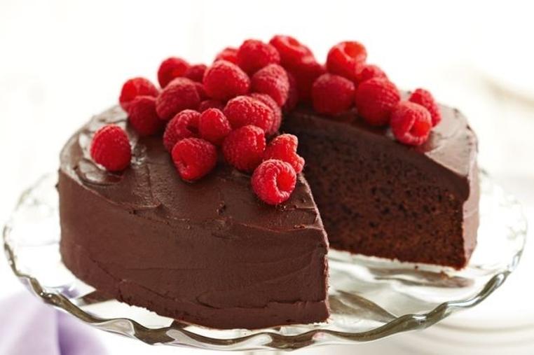La receta de tarta de chocolate baja en grasa tiene mucho sabor.