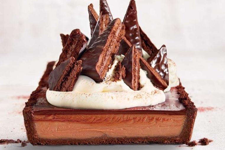 La receta torta de chocolate cubierta y rellena de chocolate es facil y deliciosa.