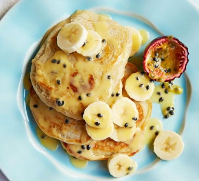 Los receta de panqueques de banana y coco son especiales para el desayuno.