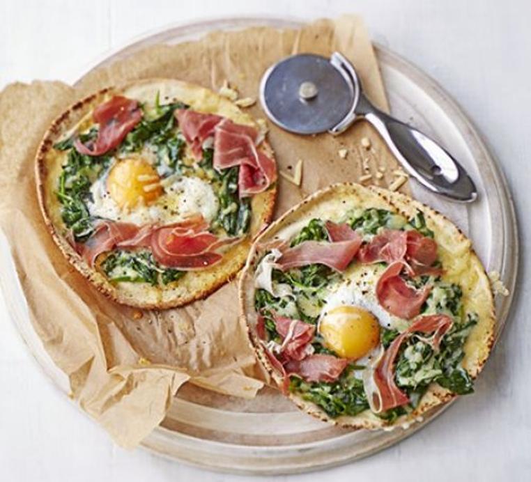 La receta de pizza con huevo es ideal para una cena sana y ligera.