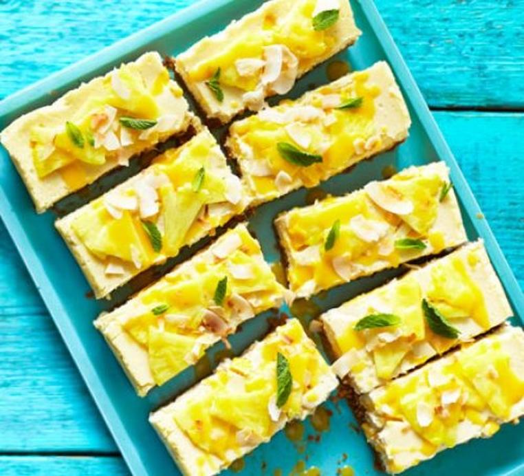 La tarta de queso tropical es un postre ácido para compartir en familia.