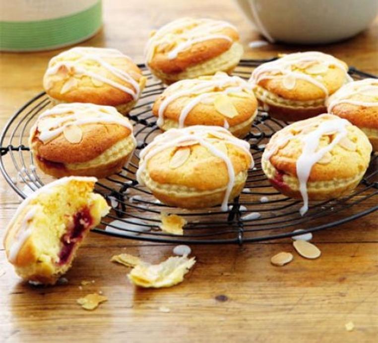 La merienda no será la misma después de probar las tartas de cerezas y almendras.