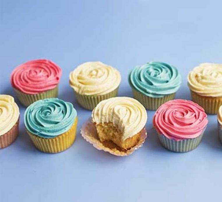 La receta de cupcakes de vainilla esponjosos es sencilla e ideal para las fiestas.