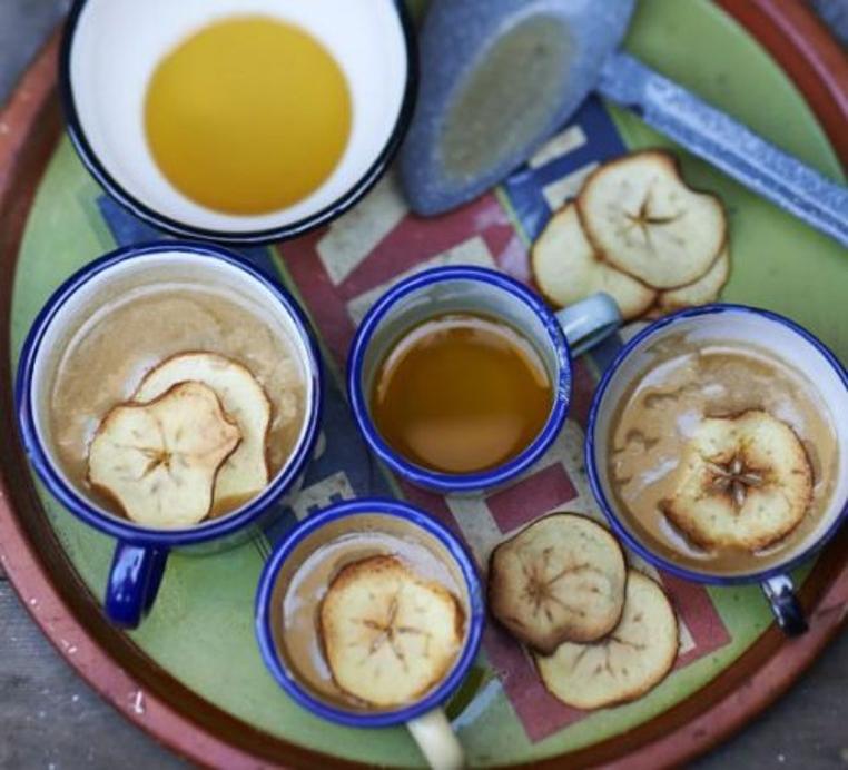 El ponche de manzana y canela es rico y relajante.