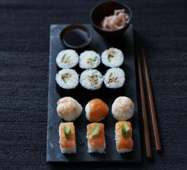La receta de sushi sencilla es especial para prepararla con los niños.