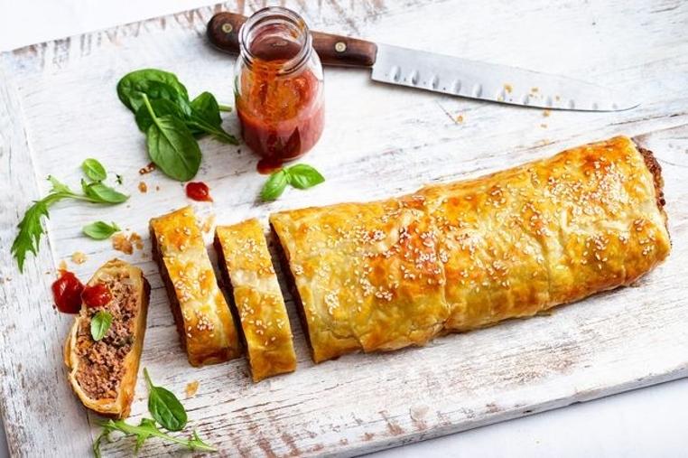La receta de rollo de salchicha es rica y sencilla.
