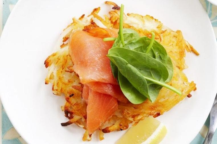 La receta suiza de rosti de patatas es rica.