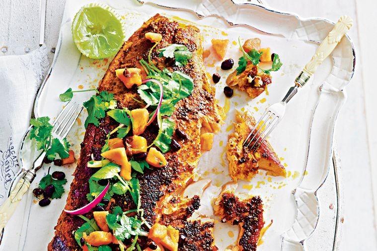 La receta de salmon cocido conmojo de papaya es sencilla y divertida.