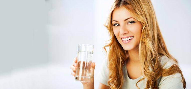 agua en ayuna ayuda a perder peso