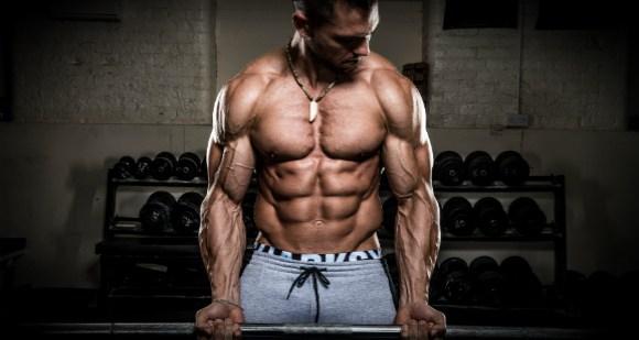 Ejercicio de barra para bíceps