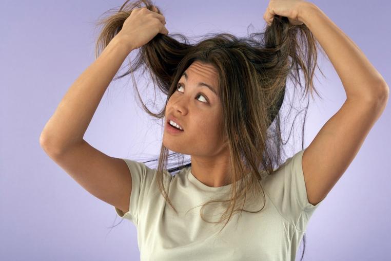 malos habitos que dañan el cabello
