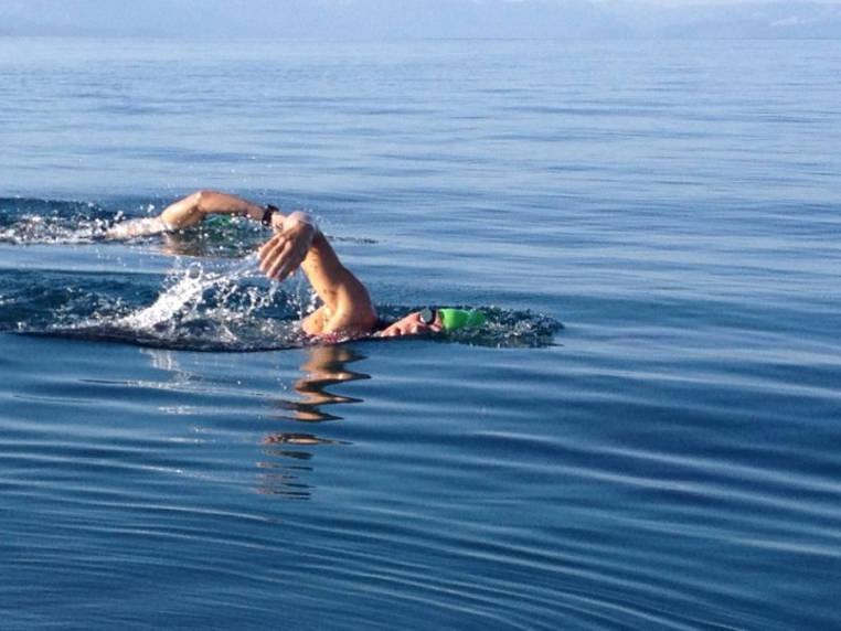 tonificar el cuerpo con natacion