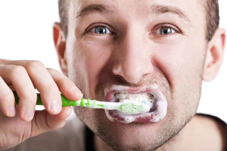 consecuencias de cepillarse mucho los dientes
