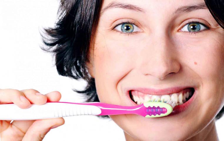 forma correcta de cepillarse los dientes