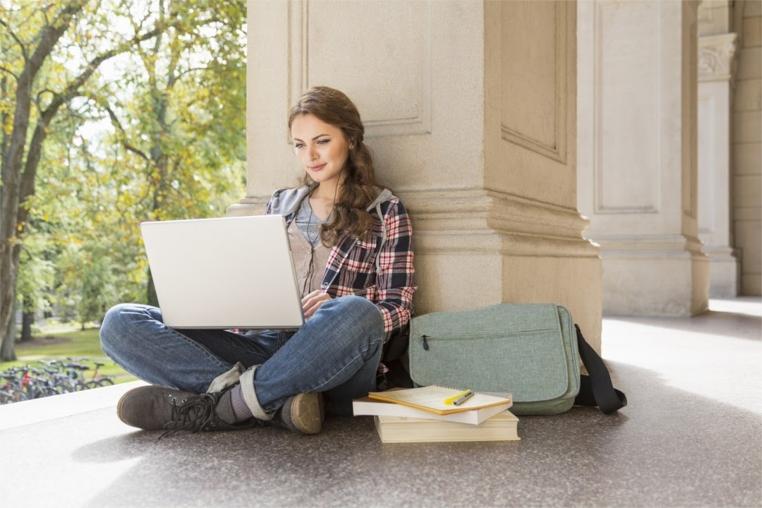 Los mejores laptops para estudiantes universitarios deben ser rápidos y versátiles para los jóvenes.