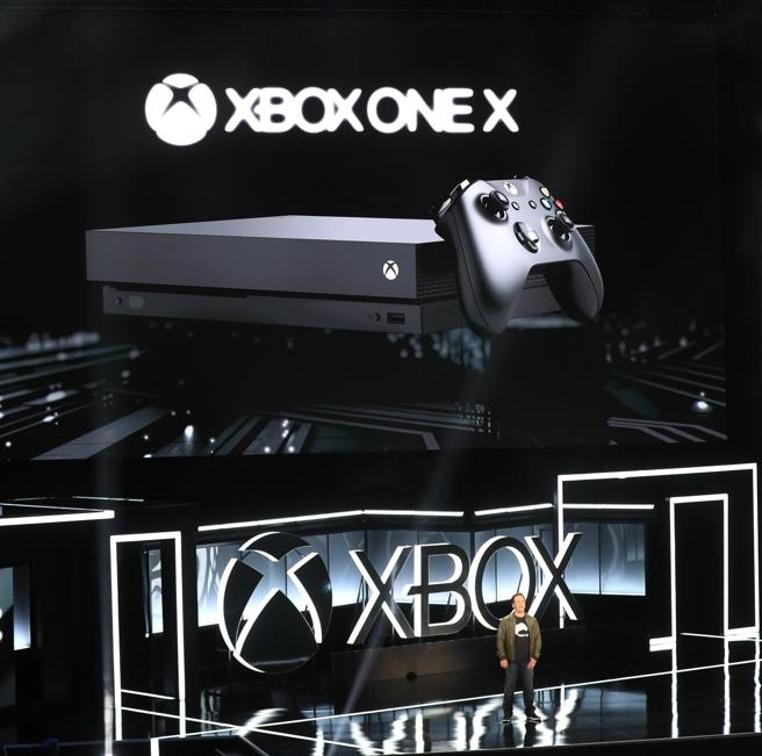 La nueva consola Xbox One X es la más potente y la más de Microsoft hasta el momento.